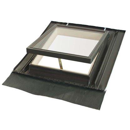 Immagine di Lucernaio, completo di controtelaio in alluminio e abete, con terminale in piombo e vetro temperato, 46xh55 cm - vetro isolante